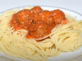 receita facil de esparguete com almondegas