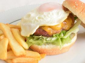 receita fácil de hamburguer com ovo