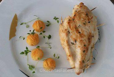 receita facil de peitos de frango recheados