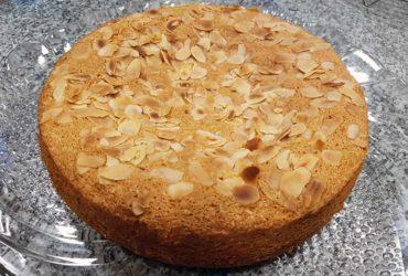 receita fácil de bolo de claras com amendoas